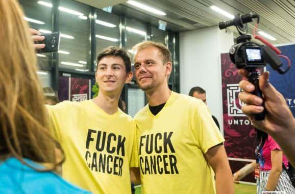 Armin van Buuren, Kygo y Afrojack se reúnen con jóvenes sobrevivientes de cáncer en UNTOLD