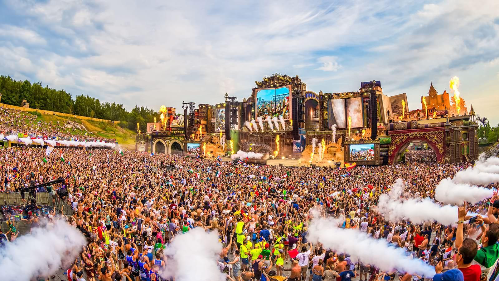 Tomorrowland 1 años